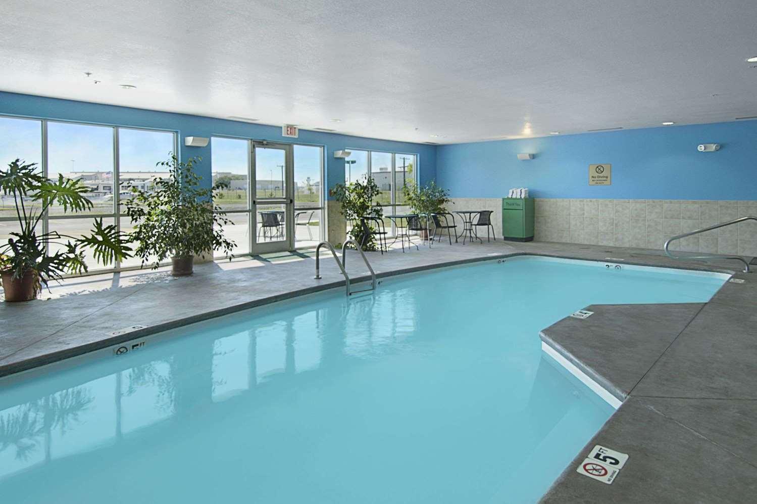 Pool - Super 8 Hotel Airport Topeka