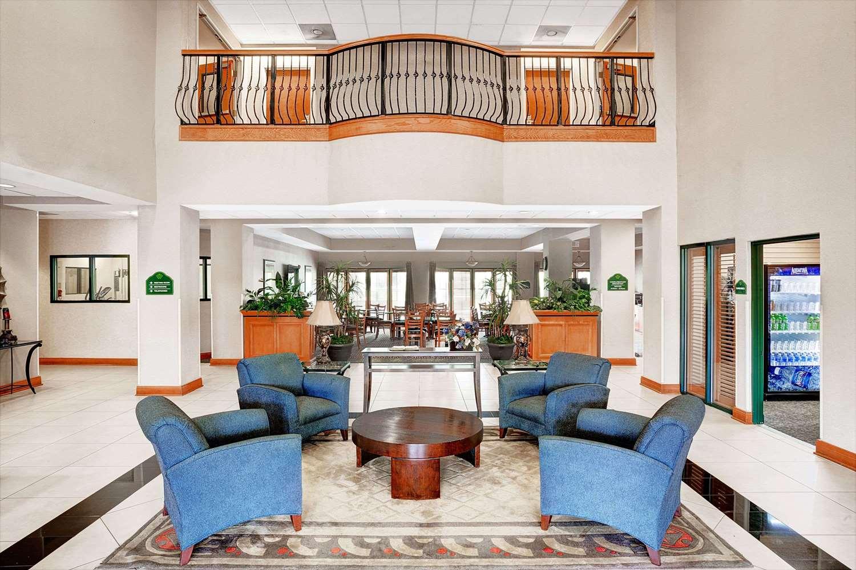 Lobby - Wingate by Wyndham Hotel Fairburn