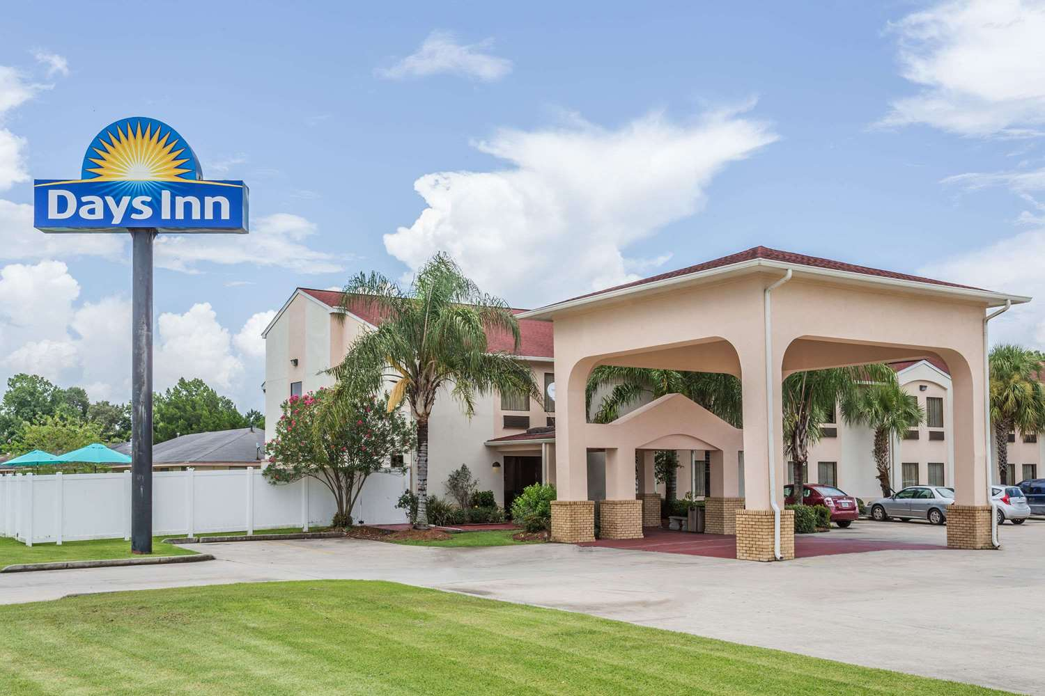 Exterior view - Days Inn Houma