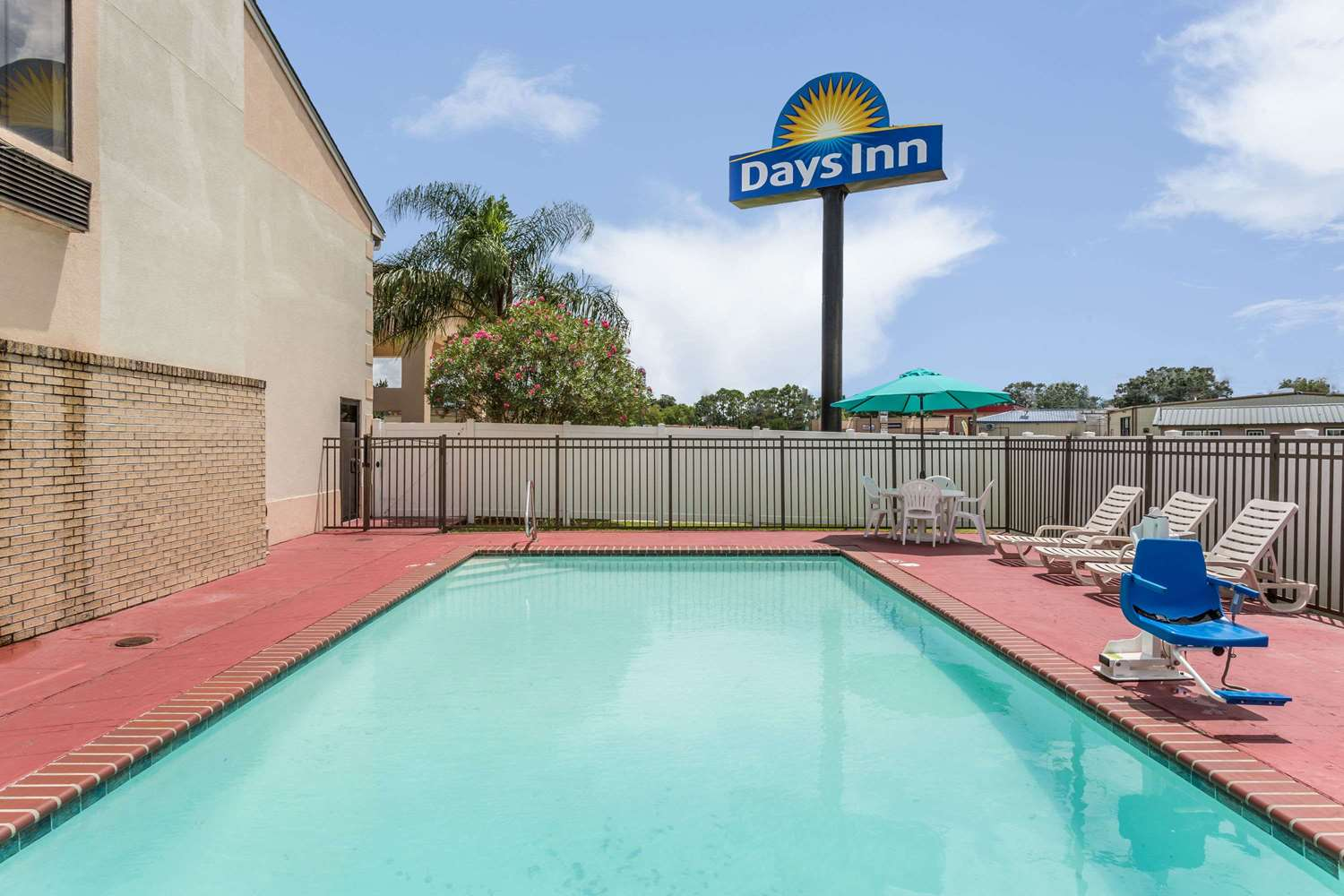 Pool - Days Inn Houma
