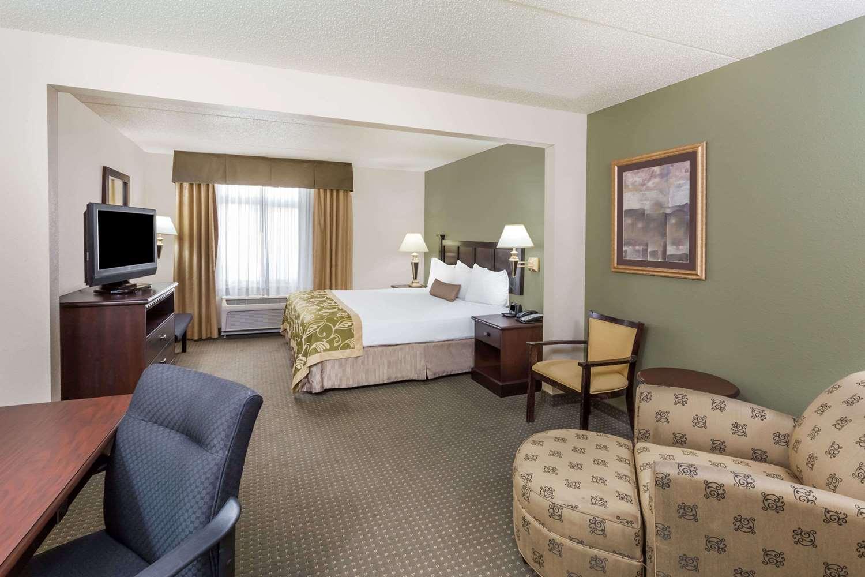 Room - Wingate by Wyndham Hotel Peoria
