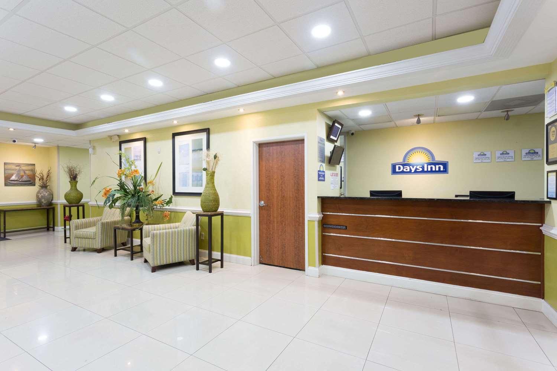Lobby - Days Inn & Suites Port Wentworth
