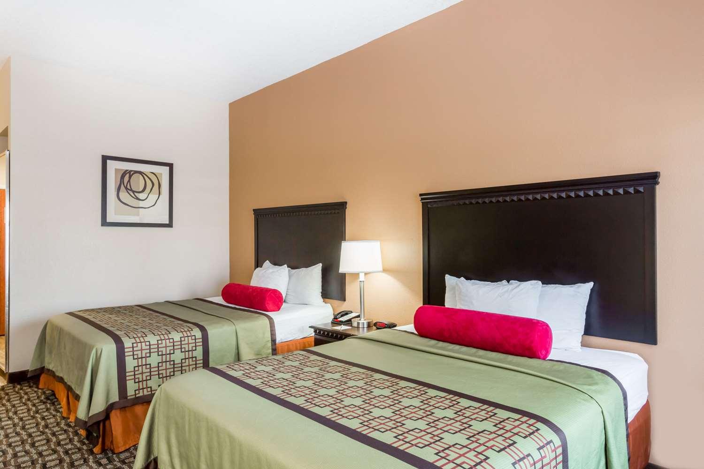 Room - Days Inn & Suites Port Wentworth