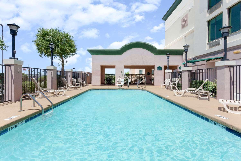Pool - Wingate by Wyndham Hotel Yuma