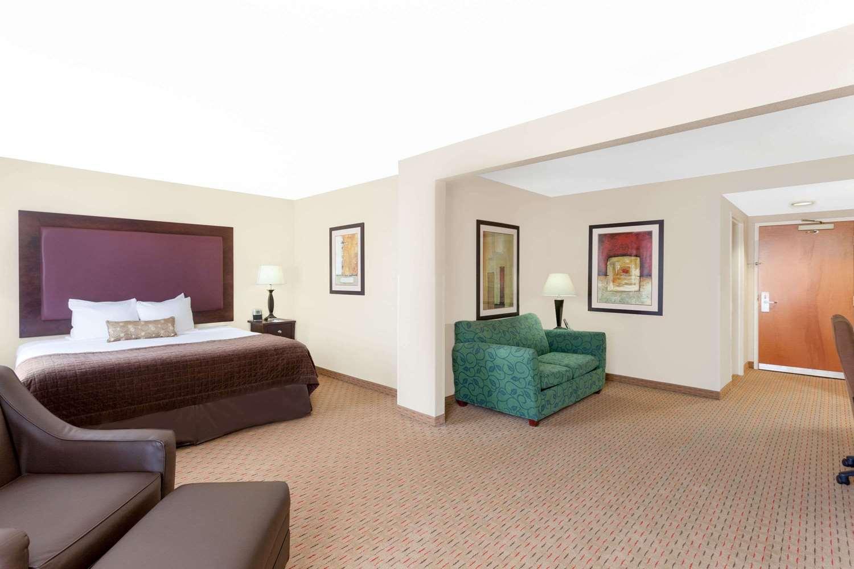 Suite - Wingate by Wyndham Hotel Yuma