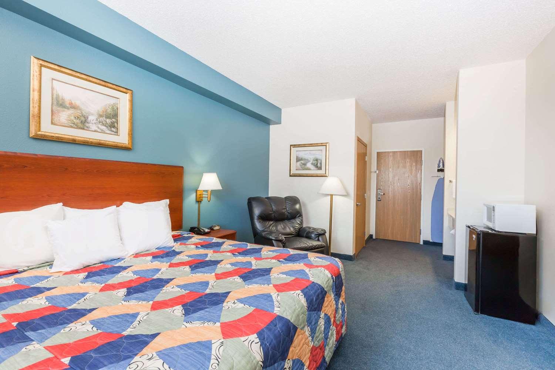 Room - Days Inn Spencer
