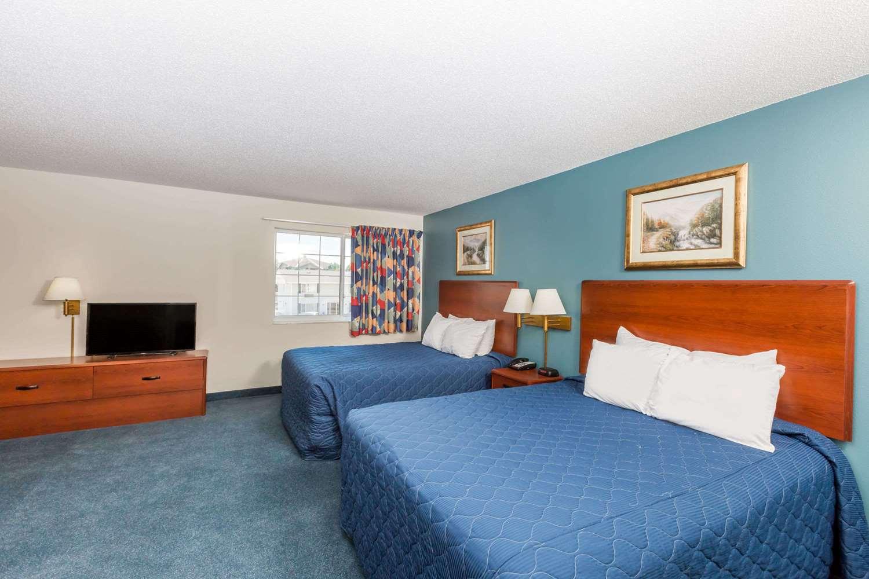 Suite - Days Inn Spencer