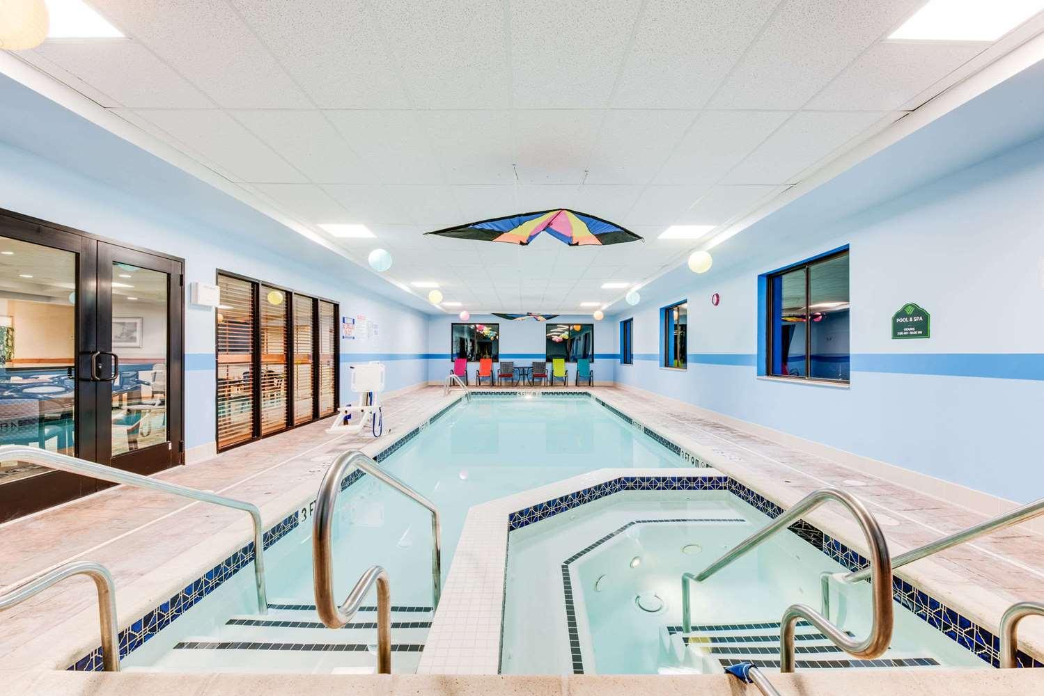 Pool - Wingate by Wyndham Hotel York