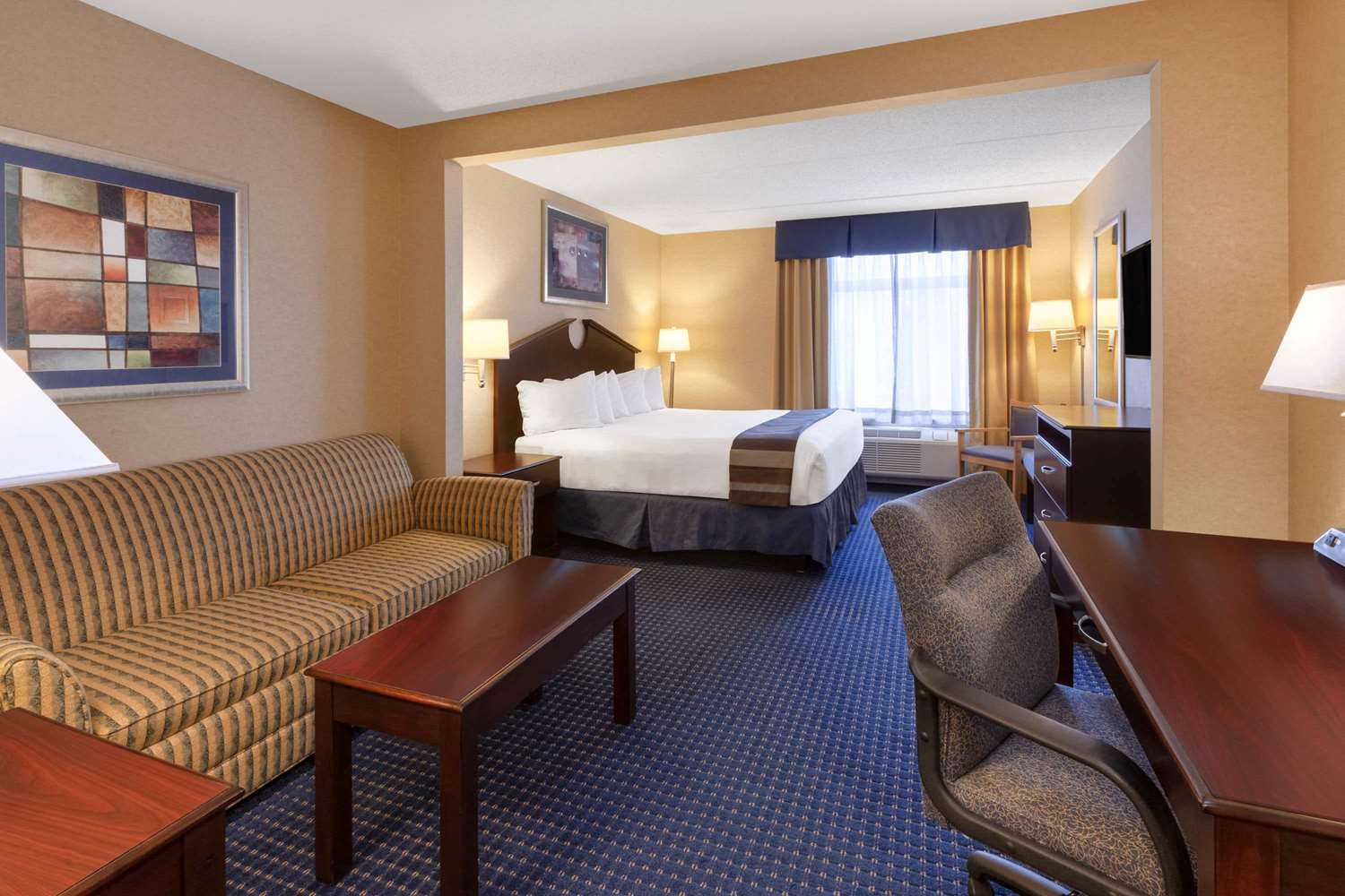 Room - Wingate by Wyndham Hotel Erie