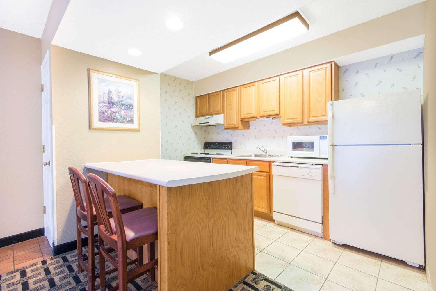 Suite - Hawthorn Suites by Wyndham East Wichita