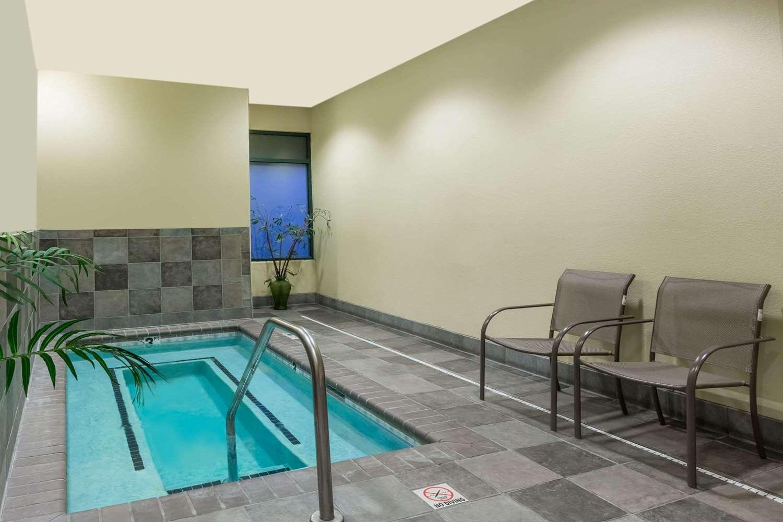 Pool - Hawthorn Suites by Wyndham Alameda
