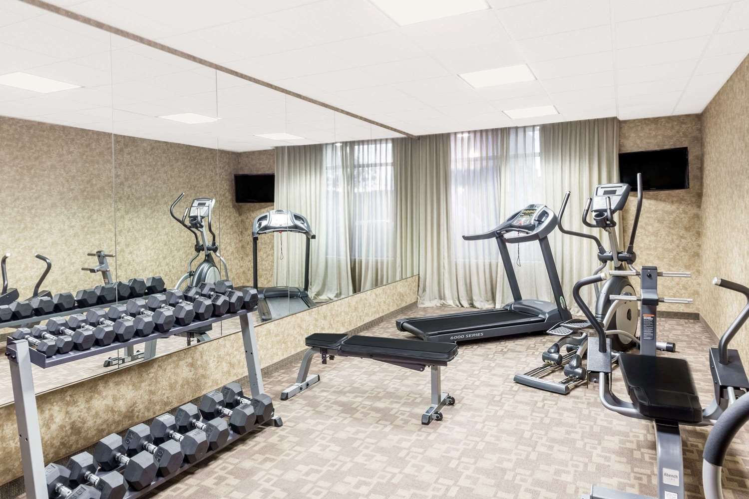 Fitness/ Exercise Room - Hawthorn Suites by Wyndham Alameda