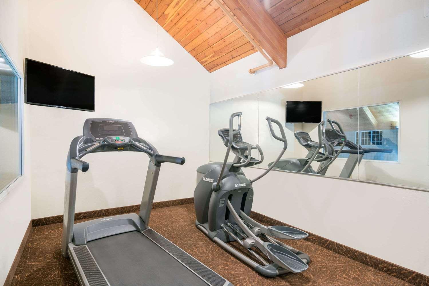 Fitness/ Exercise Room - Baymont Inn & Suites Baxter