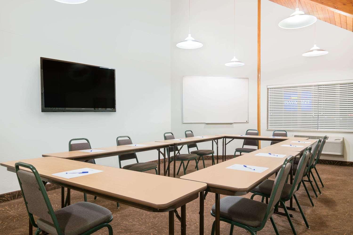 Meeting Facilities - Baymont Inn & Suites Baxter