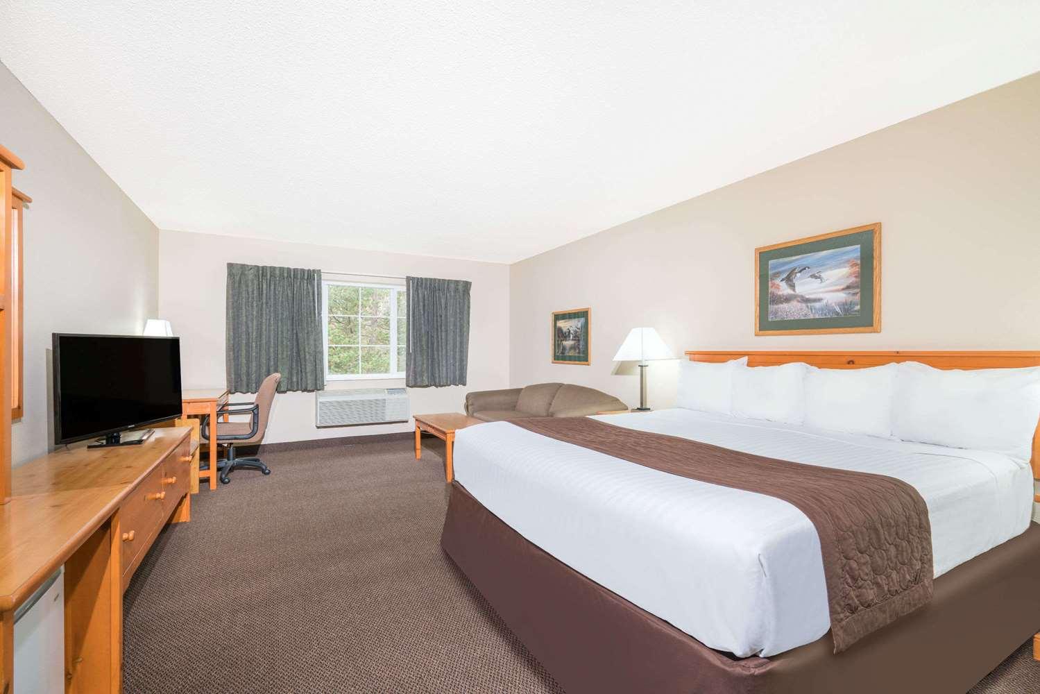 Room - Baymont Inn & Suites Baxter