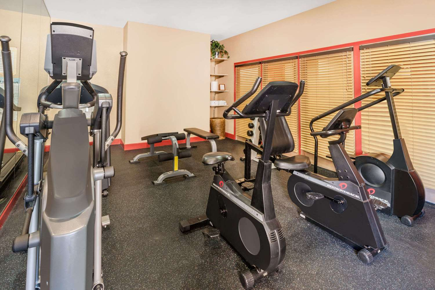 Fitness/ Exercise Room - Hawthorn Suites by Wyndham Warren