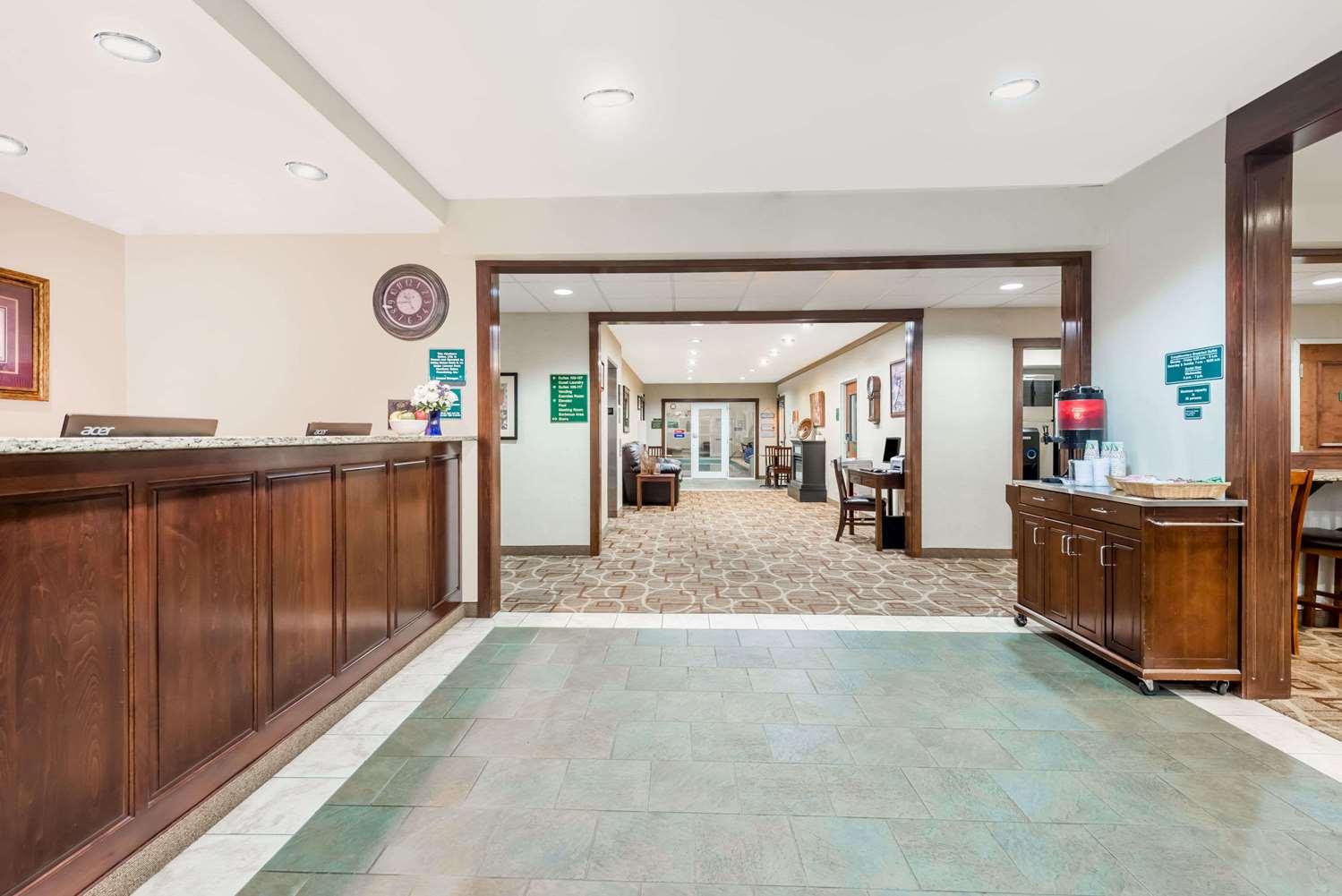 Lobby - Hawthorn Suites by Wyndham Seville