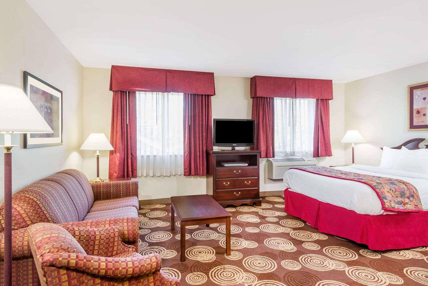Room - Hawthorn Suites by Wyndham Seville