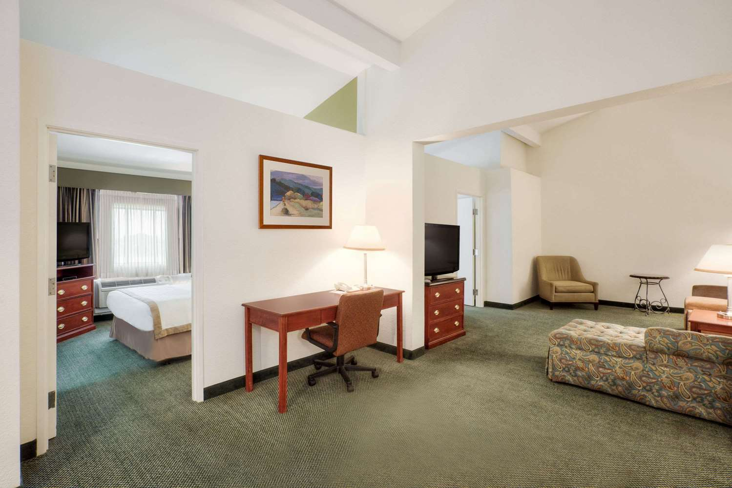Room - Hawthorn Suites by Wyndham Sacramento