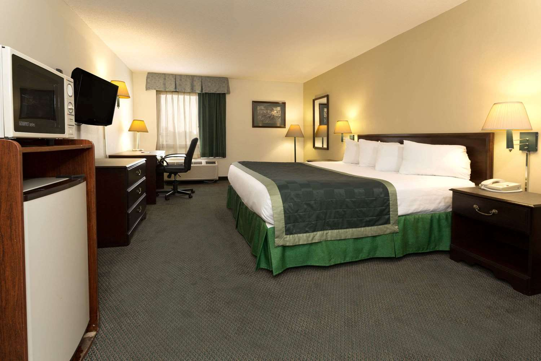 Room - Baymont Inn & Suites Mason