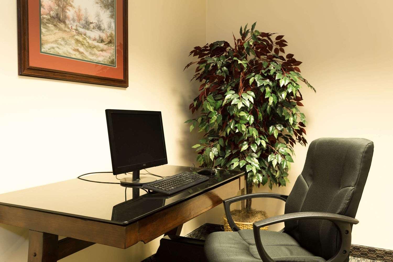 Conference Area - Baymont Inn & Suites Mason