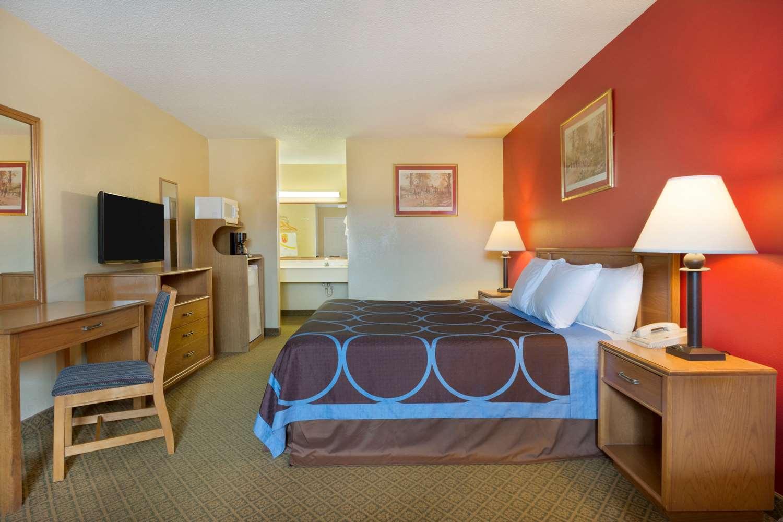 Room - Super 8 Hotel Lancaster