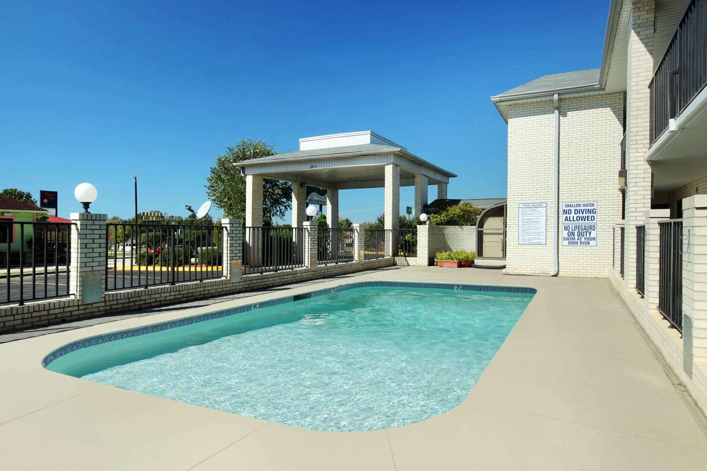 Pool - Super 8 Hotel Lancaster