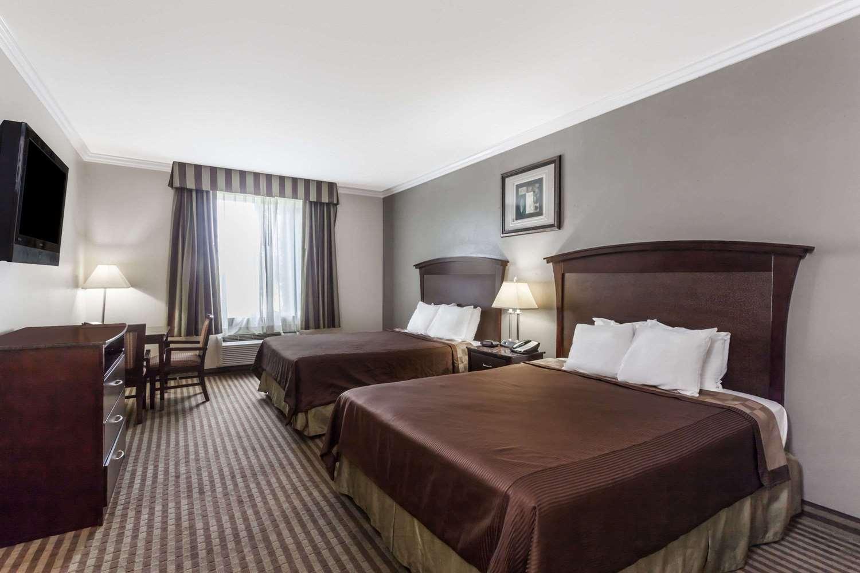 ... Room   Days Inn U0026 Suites Garden Grove Design