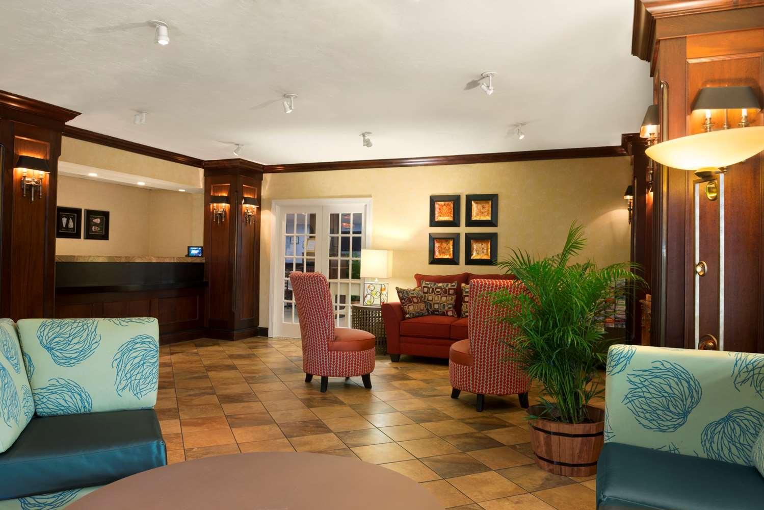 Lobby - Ramada Inn Naples