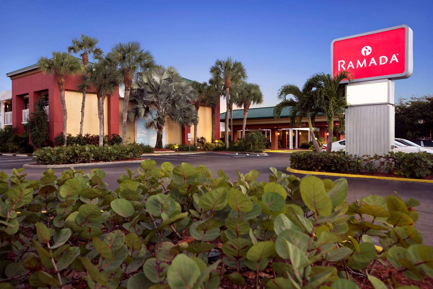 Exterior view - Ramada Inn Naples