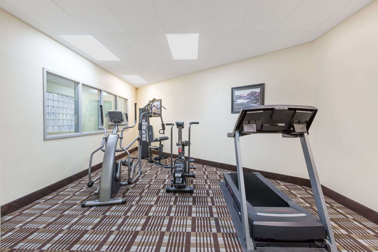 Fitness/ Exercise Room - Days Inn & Suites Airport Des Moines