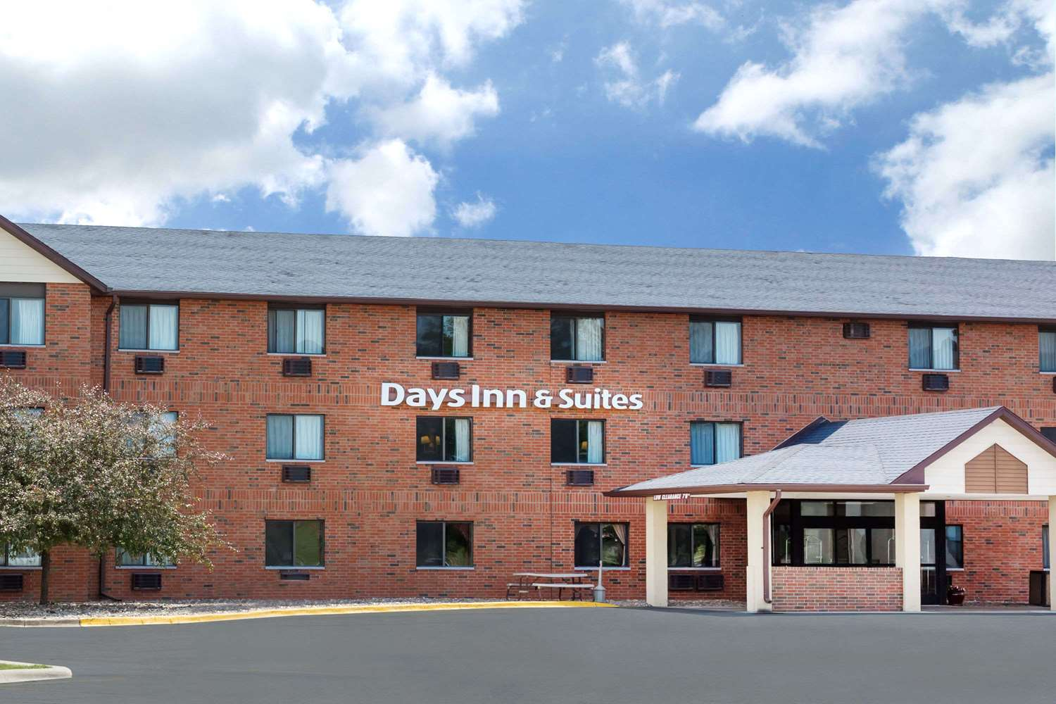 Room - Days Inn & Suites Airport Des Moines