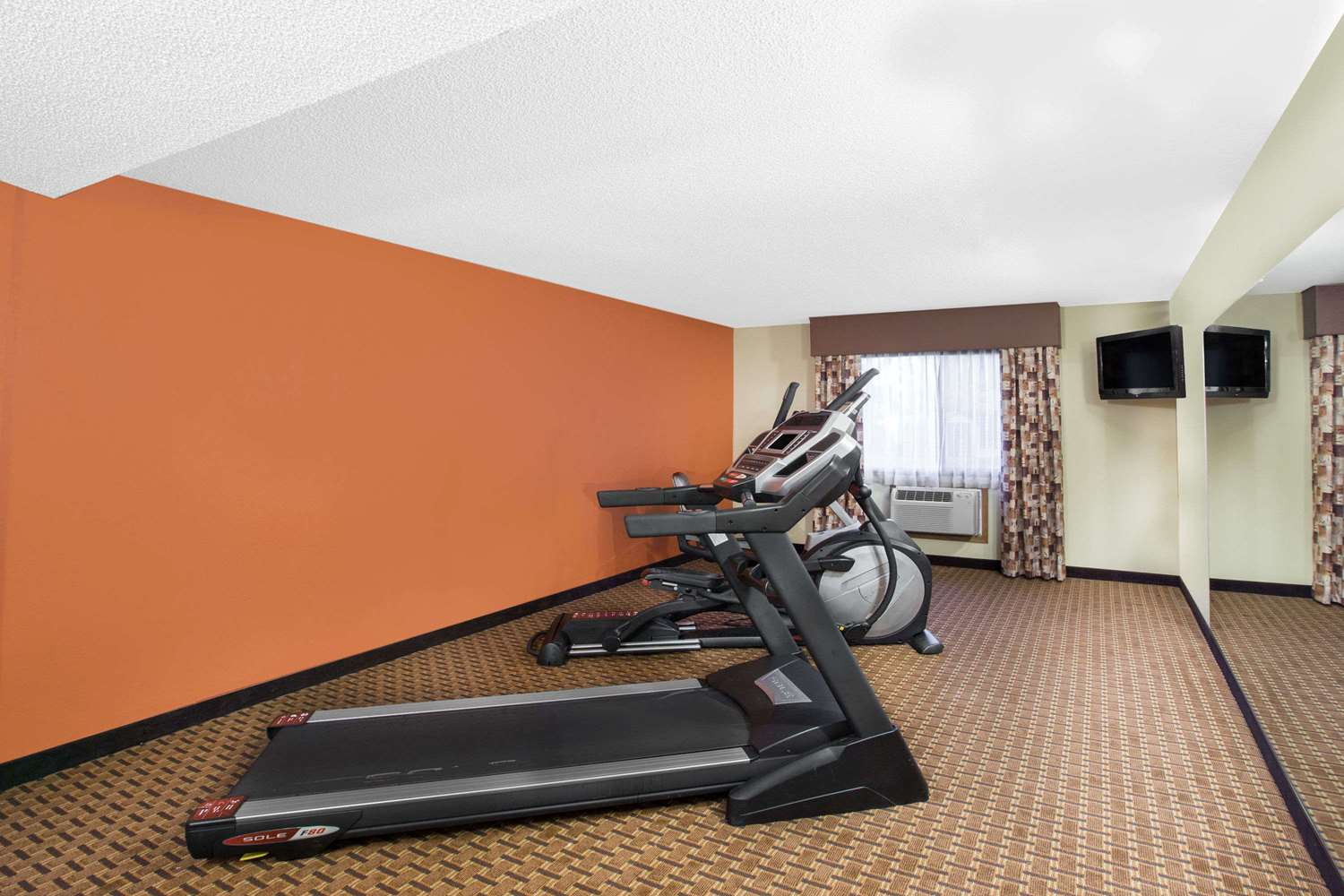 Fitness/ Exercise Room - Super 8 Hotel West Clive
