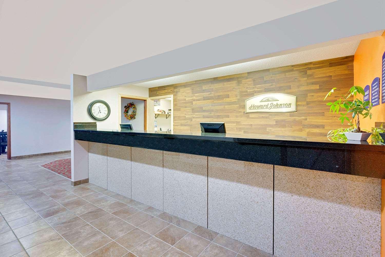 Lobby - Howard Johnson Inn Waterloo