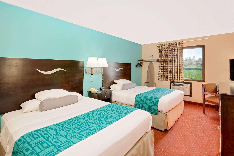 Room - Howard Johnson Inn Waterloo