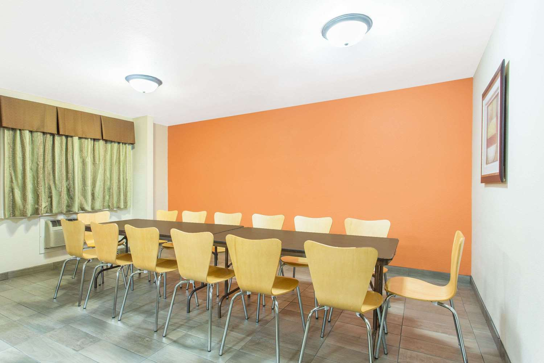 Meeting Facilities - Baymont Inn & Suites Dubuque