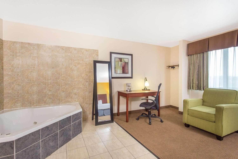 Suite - Baymont Inn & Suites Dubuque