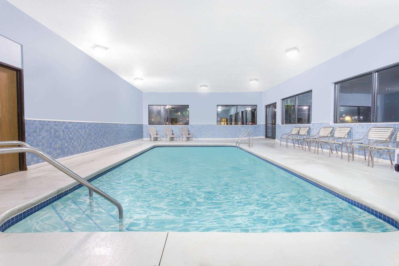 Pool - Days Inn & Suites Waterloo