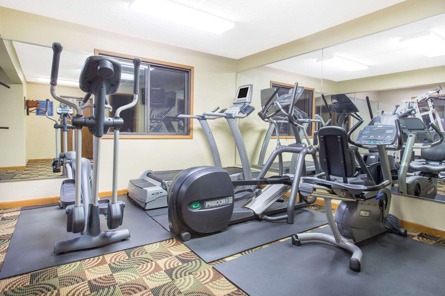 Fitness/ Exercise Room - Days Inn & Suites Waterloo