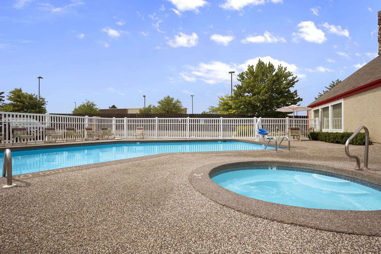 Pool - Hawthorn Suites by Wyndham Grand Rapids