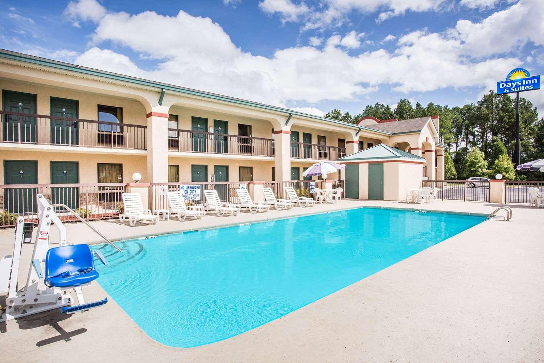 Pool - Days Inn & Suites Columbia Airport West Columbia