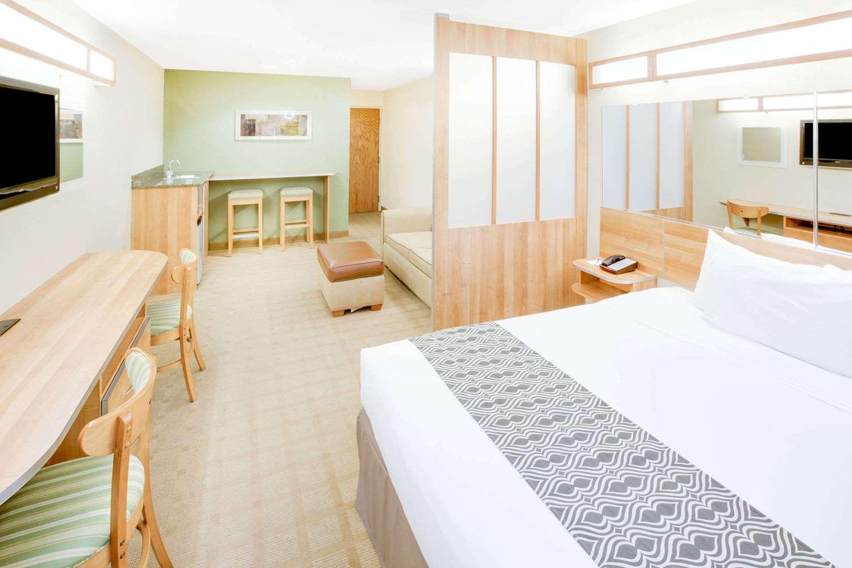 Room - Microtel Inn & Suites by Wyndham Saraland