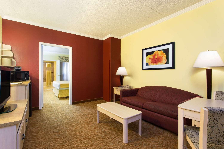 Baymont Inn & Suites Busch Gardens Tampa, FL - See Discounts