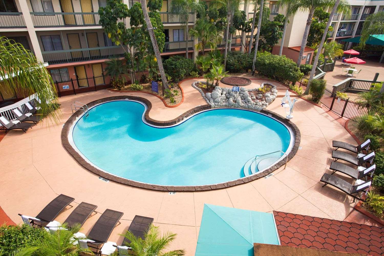 Baymont inn suites busch gardens tampa fl see discounts - Busch gardens discount tickets aaa ...
