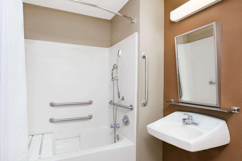 Room - Microtel Inn & Suites by Wyndham Breaux Bridge