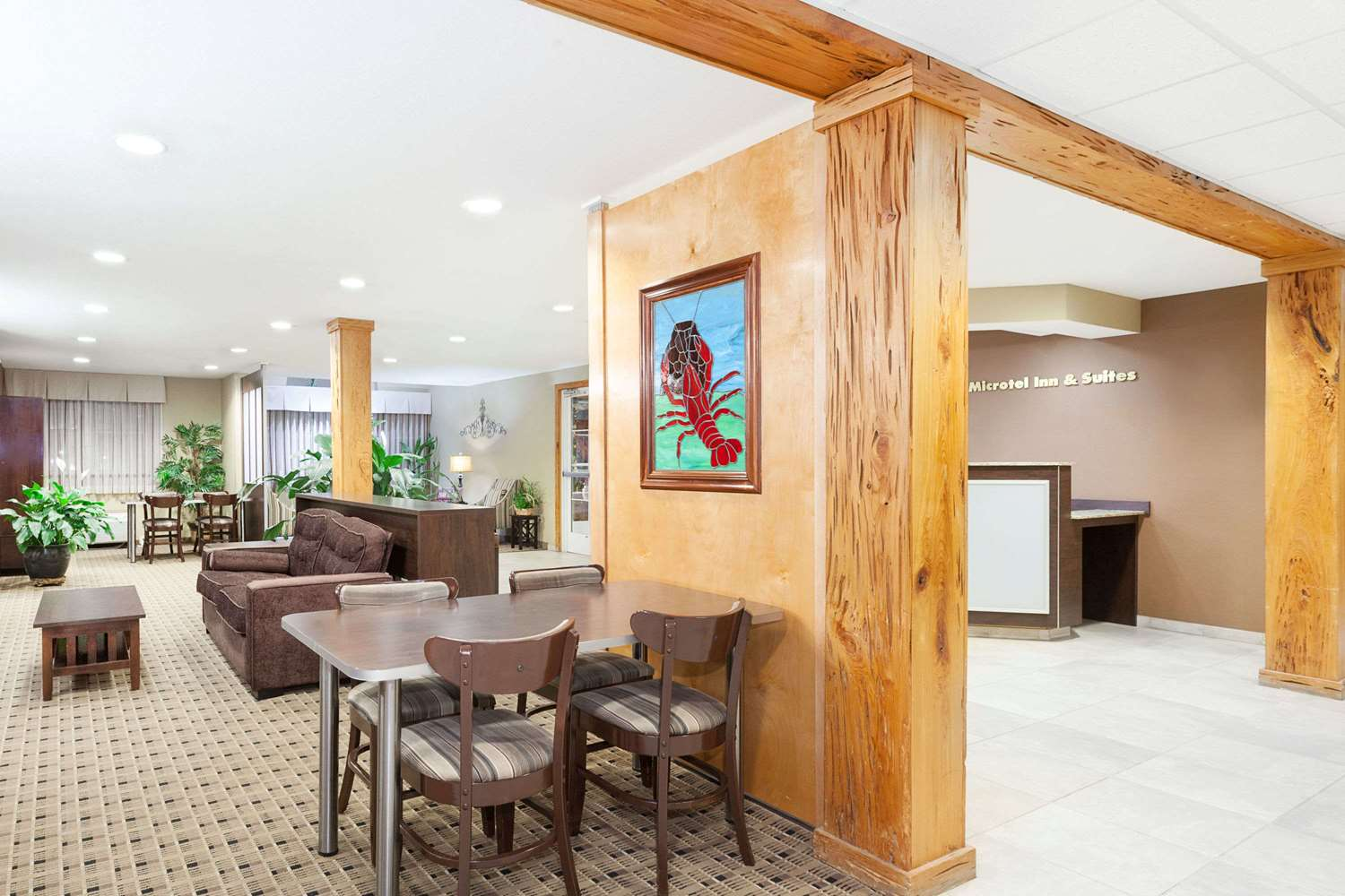 Lobby - Microtel Inn & Suites by Wyndham Breaux Bridge