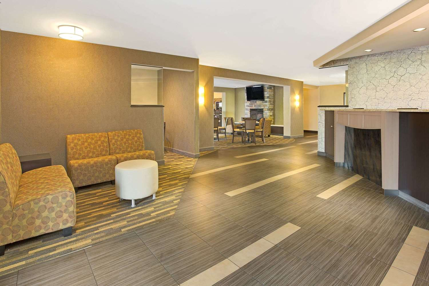 Lobby - Hawthorn Suites by Wyndham Sharonville