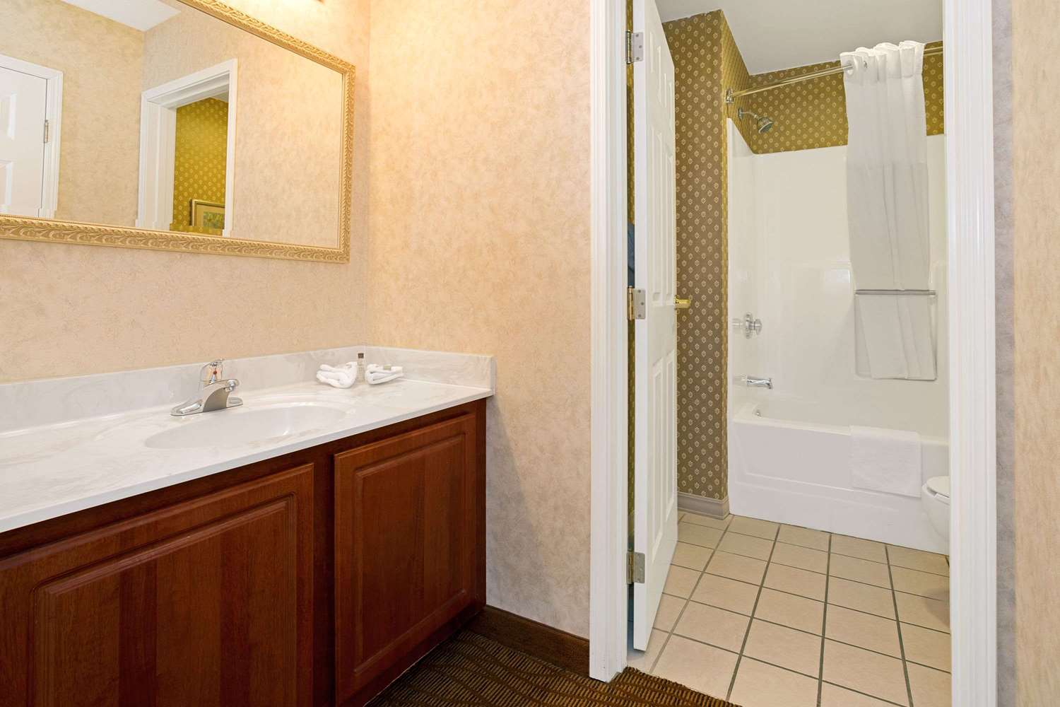 Room - Hawthorn Suites by Wyndham Sharonville