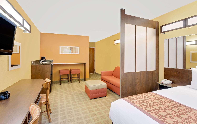 Room - Microtel Inn & Suites by Wyndham Princeton