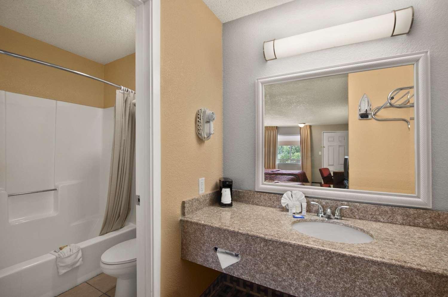 Room - Super 8 Hotel Corsicana